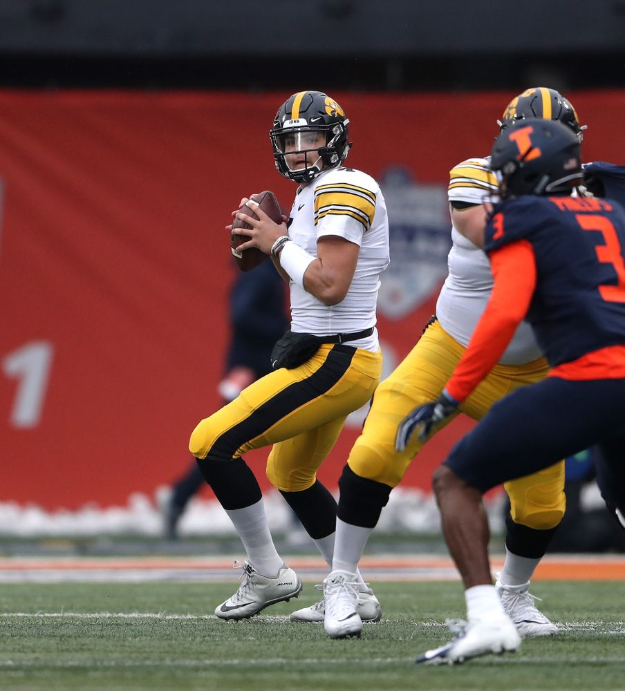 Iowa Hawkeyes quarterback Nate Stanley (4) against the Illinois Fighting Illini Saturday, November 17, 2018 at Memorial Stadium in Champaign, Ill. (Brian Ray/hawkeyesports.com)