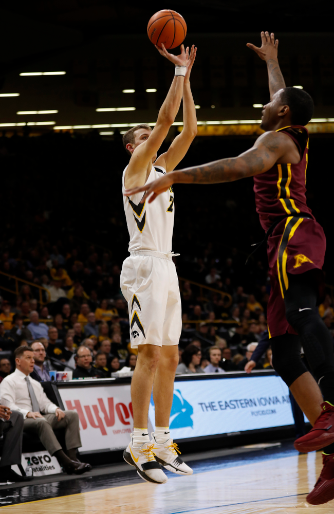Iowa Hawkeyes forward Jack Nunge (2)