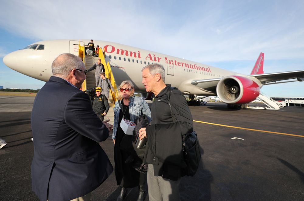 Iowa Hawkeyes head coach Kirk Ferentz and his wife Mary talk with Outback Bowl team host Bruce Poli Wednesday, December 26, 2018 as they arrive in Tampa, Florida for the Outback Bowl. (Brian Ray/hawkeyesports.com)
