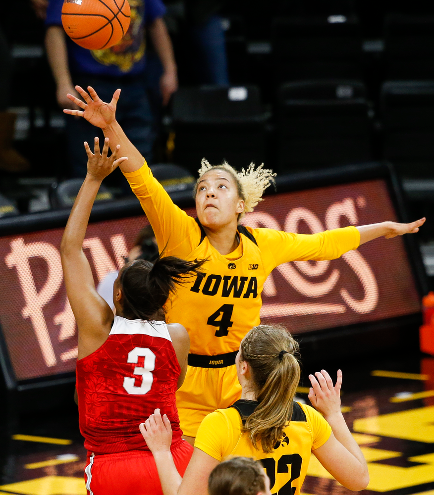 Iowa Hawkeyes forward Chase Coley (4) contests a shot during a game against the Ohio State Buckeyes at Carver-Hawkeye Arena on January 25, 2018. (Tork Mason/hawkeyesports.com)