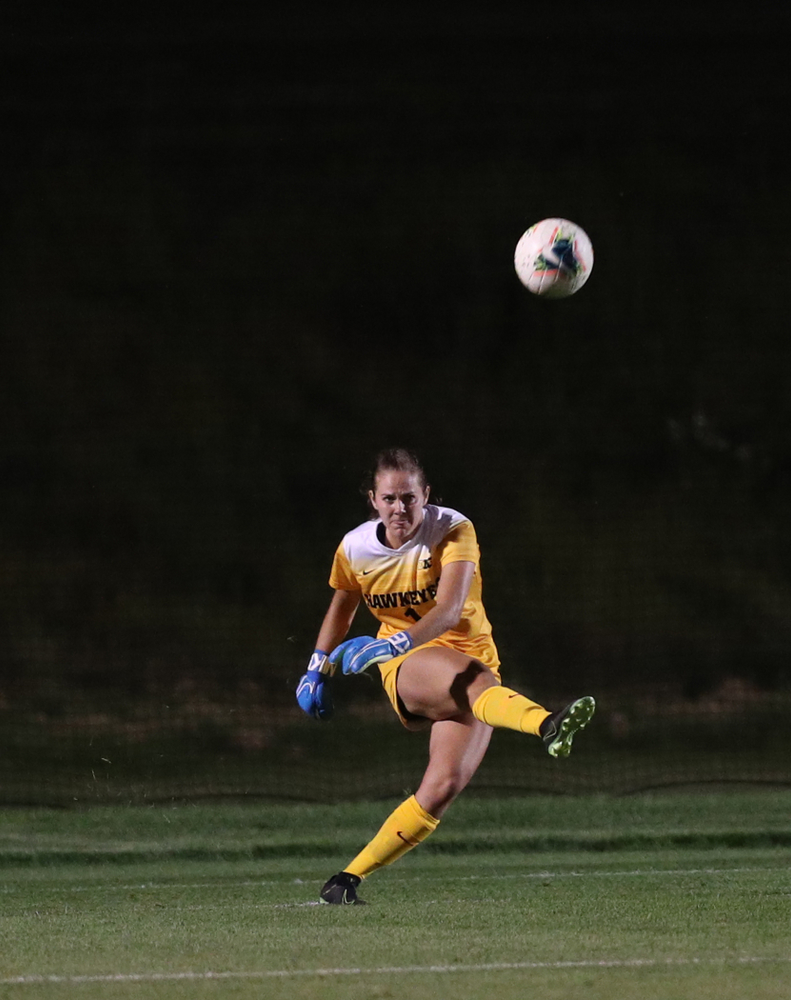 Iowa Hawkeyes goalkeeper Claire Graves (1) during a 2-1 victory over the Iowa State Cyclones Thursday, August 29, 2019 in the Iowa Corn Cy-Hawk series at the Iowa Soccer Complex. (Brian Ray/hawkeyesports.com)