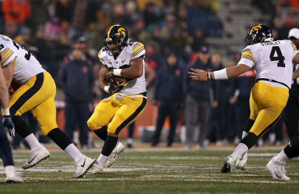 Iowa Hawkeyes running back Toren Young (28) against the Illinois Fighting Illini Saturday, November 17, 2018 at Memorial Stadium in Champaign, Ill. (Brian Ray/hawkeyesports.com)