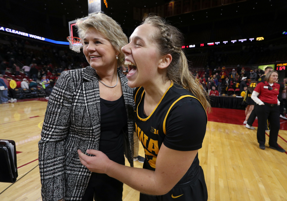 Iowa Hawkeyes guard Kathleen Doyle (22) and head coach Lisa Bluder against the Iowa State Cyclones Wednesday, December 11, 2019 at Hilton Coliseum in Ames, Iowa(Brian Ray/hawkeyesports.com)