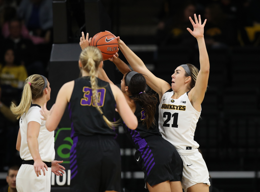Iowa Hawkeyes forward Hannah Stewart (21) against the Northern Iowa Panthers in the Hy-Vee Classic Sunday, December 16, 2018 at Carver-Hawkeye Arena. (Brian Ray/hawkeyesports.com)