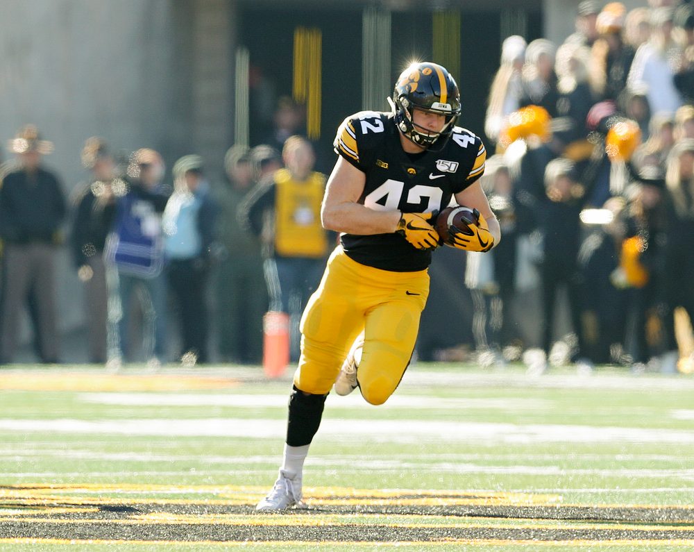 Iowa Hawkeyes tight end Shaun Beyer (42) runs after pulling in a pass during the second quarter of their game at Kinnick Stadium in Iowa City on Saturday, Nov 23, 2019. (Stephen Mally/hawkeyesports.com)