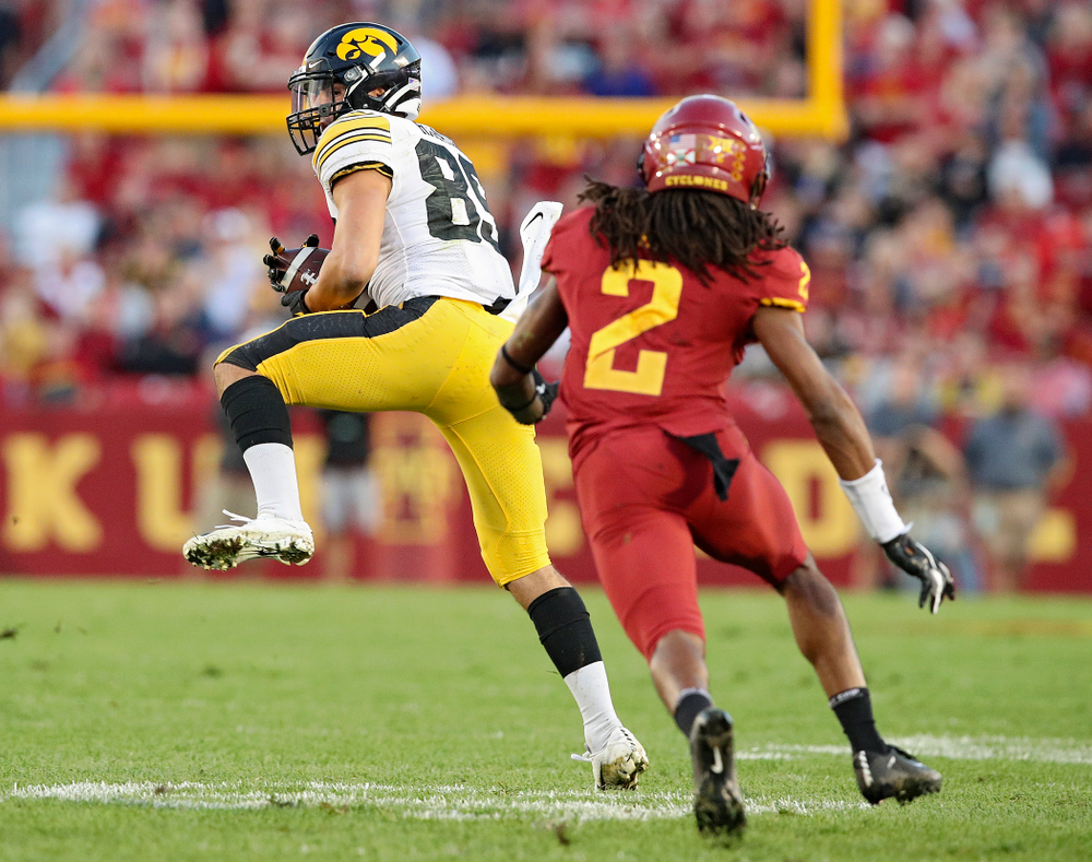 Iowa Hawkeyes wide receiver Nico Ragaini (89) pulls in a pass during the second quarter of their Iowa Corn Cy-Hawk Series game at Jack Trice Stadium in Ames on Saturday, Sep 14, 2019. (Stephen Mally/hawkeyesports.com)