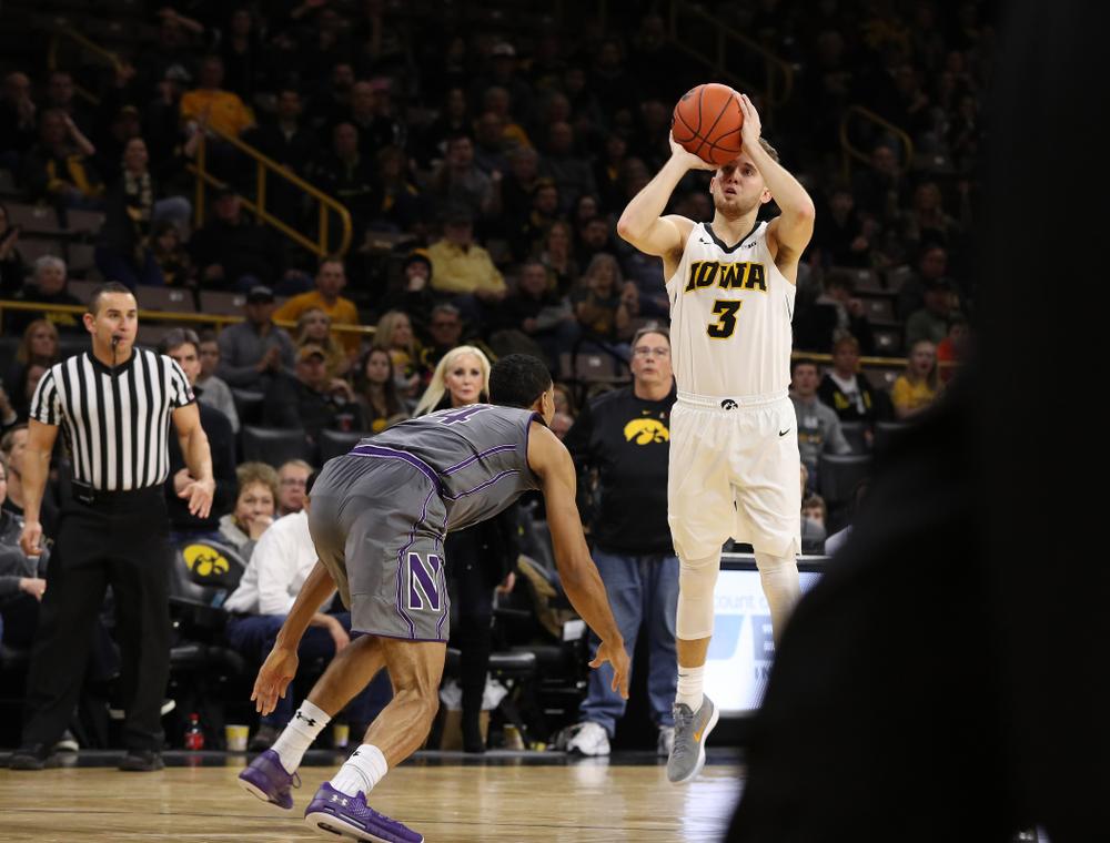 Iowa Hawkeyes guard Jordan Bohannon (3) makes a three point basket against the Northwestern Wildcats Sunday, February 10, 2019 at Carver-Hawkeye Arena. (Brian Ray/hawkeyesports.com)
