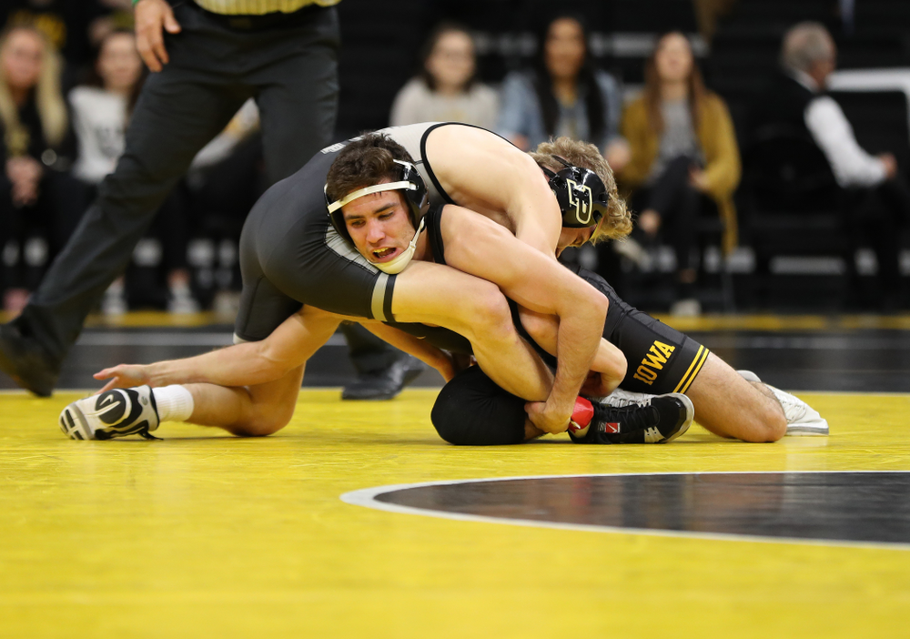 Iowa's Perez Perez wrestles Purdue's Devin Shroder at 125 pounds Saturday, November 24, 2018 at Carver-Hawkeye Arena. (Brian Ray/hawkeyesports.com)