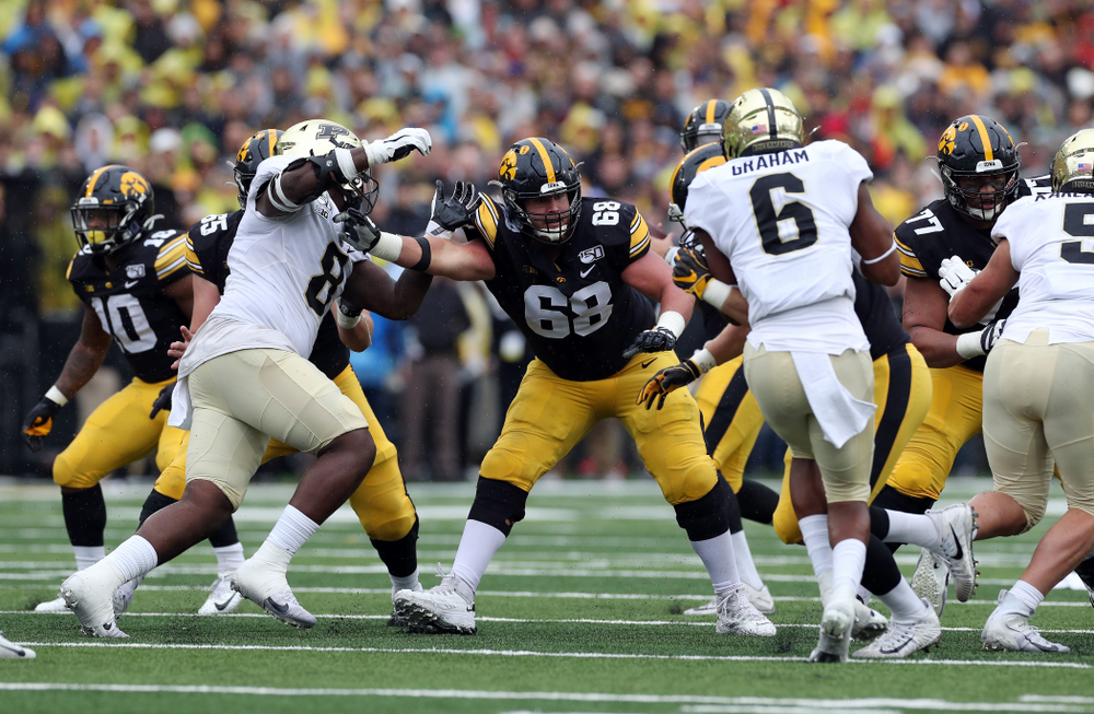 Iowa Hawkeyes offensive lineman Landan Paulsen (68) against the Purdue Boilermakers Saturday, October 19, 2019 at Kinnick Stadium. (Brian Ray/hawkeyesports.com)