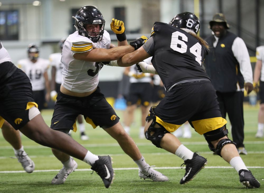 Iowa Hawkeyes linebacker Kristian Welch (34)