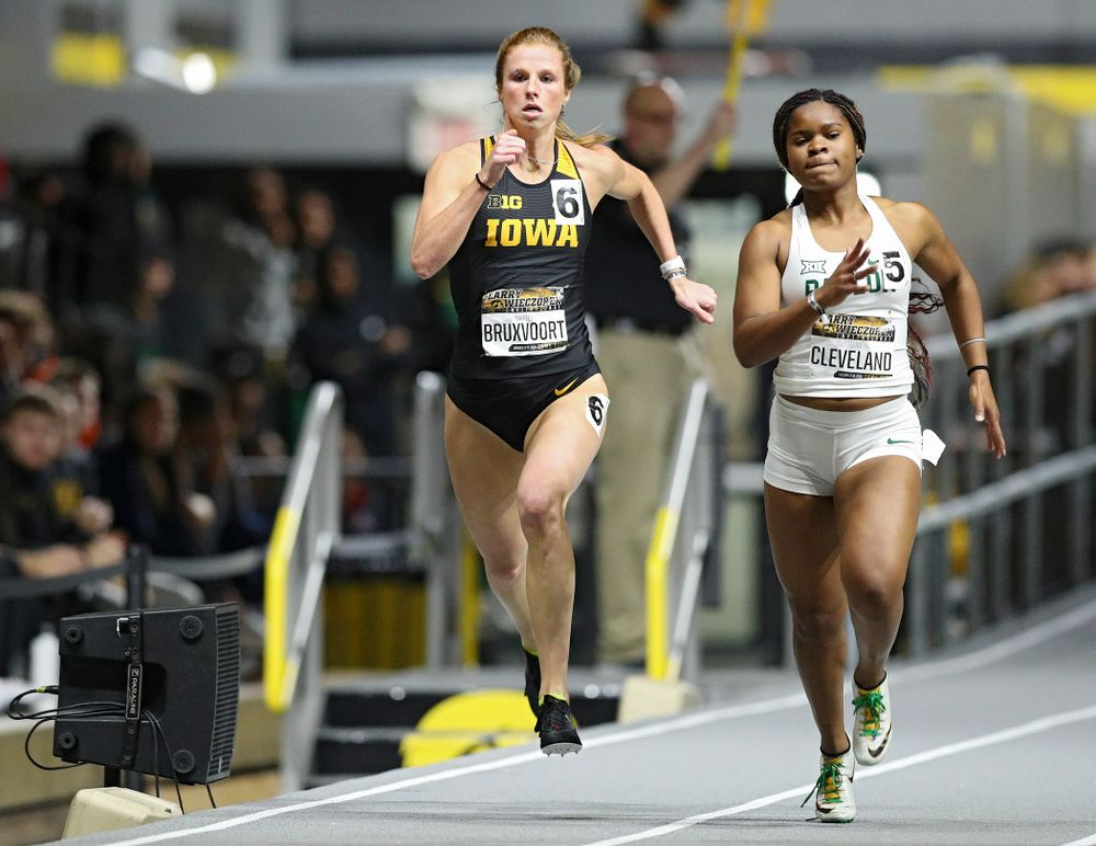 Iowa's Mariel Bruxvoort runs the women's 200 meter dash event during the Larry Wieczorek Invitational at the Recreation Building in Iowa City on Friday, January 17, 2020. (Stephen Mally/hawkeyesports.com)
