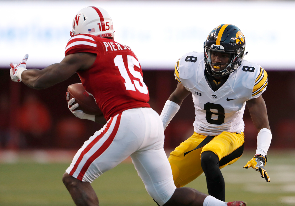 Iowa Hawkeyes defensive back Matt Hankins (8)