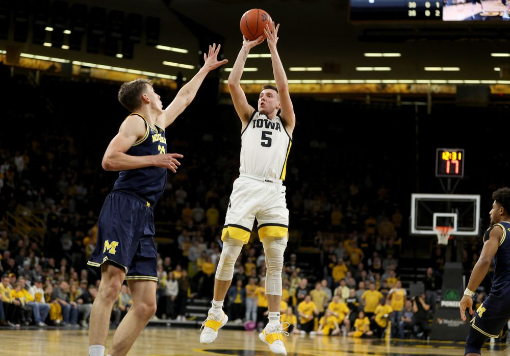 Iowa Hawkeyes guard CJ Fredrick (5) pulls up for a shot against the Michigan Wolverines Friday, January 17, 2020 at Carver-Hawkeye Arena. (Brian Ray/hawkeyesports.com)