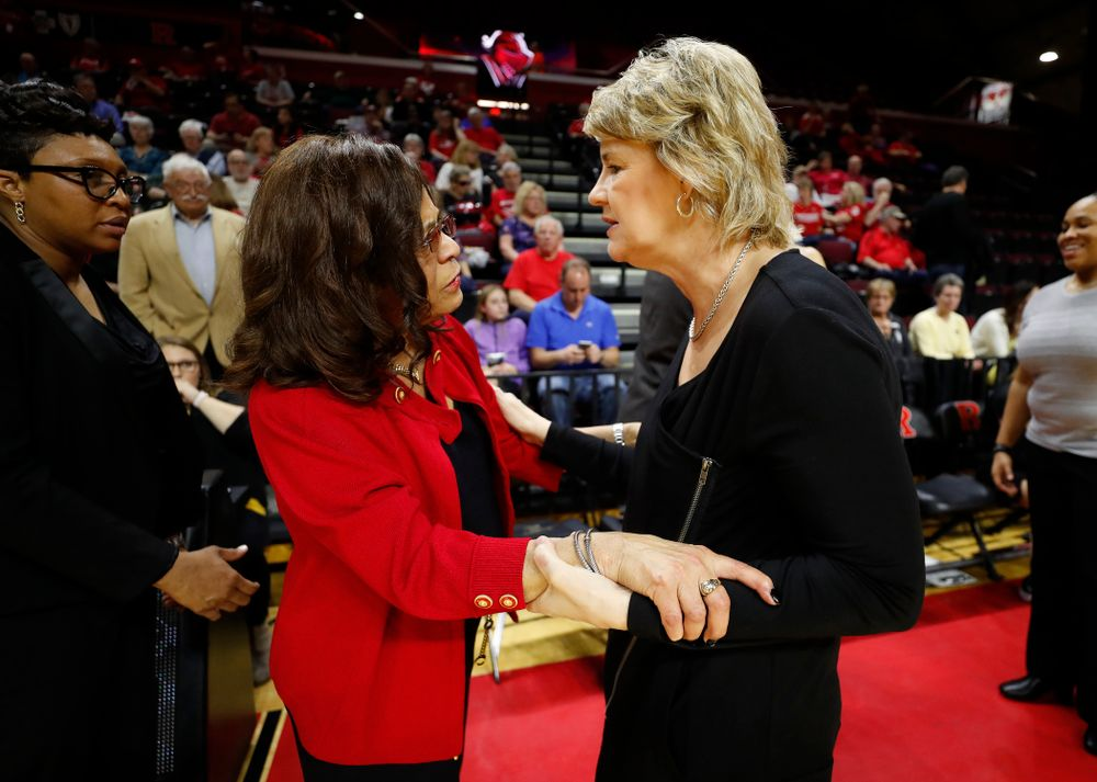 Iowa Hawkeyes head coach Lisa Bluder and Rutgers head coach C. Vivian Stringer