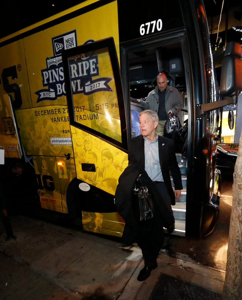 Iowa Hawkeyes head coach Kirk Ferentz