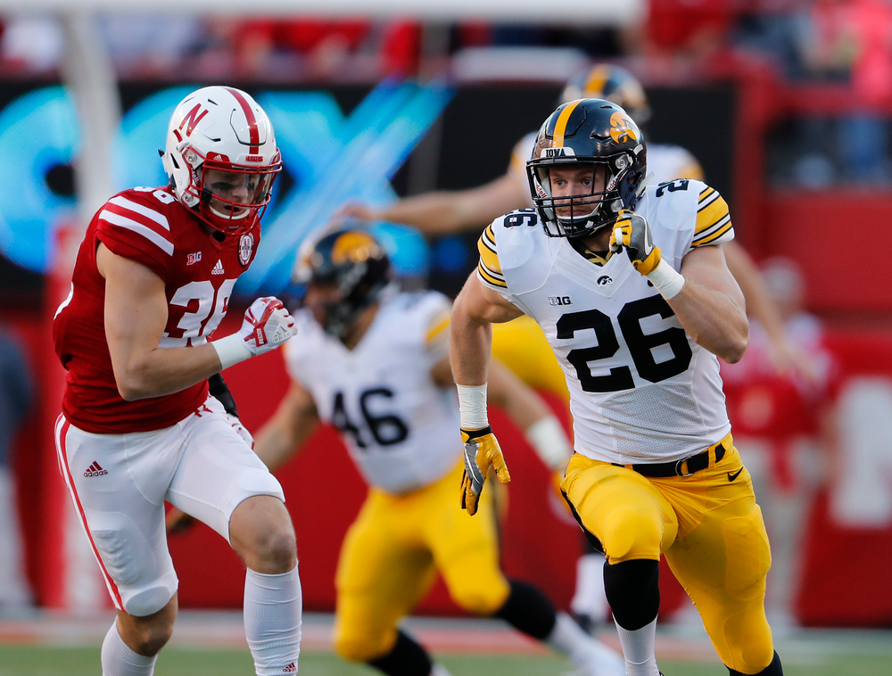 Iowa Hawkeyes linebacker Kevin Ward (26)