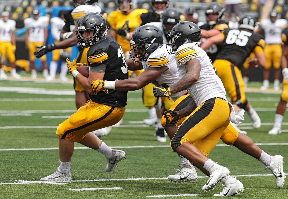 Iowa Hawkeyes tight end Nate Wieting (39) pulls in a pass during Fall Camp Practice No. 8 at Kids Day at Kinnick Stadium in Iowa City on Saturday, Aug 10, 2019. (Stephen Mally/hawkeyesports.com)