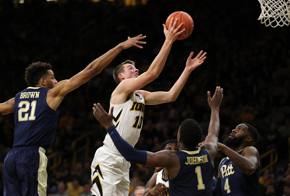Iowa Hawkeyes guard Joe Wieskamp (10) against the Pitt Panthers Tuesday, November 27, 2018 at Carver-Hawkeye Arena. (Brian Ray/hawkeyesports.com)