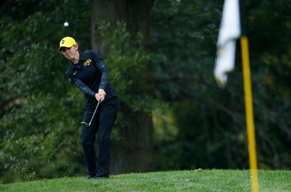 Iowa's Brett Permann pitches onto the green during the final round of the Diane Thomason Invitational at Finkbine Golf Course on September 30, 2018. (Tork Mason/hawkeyesports.com)
