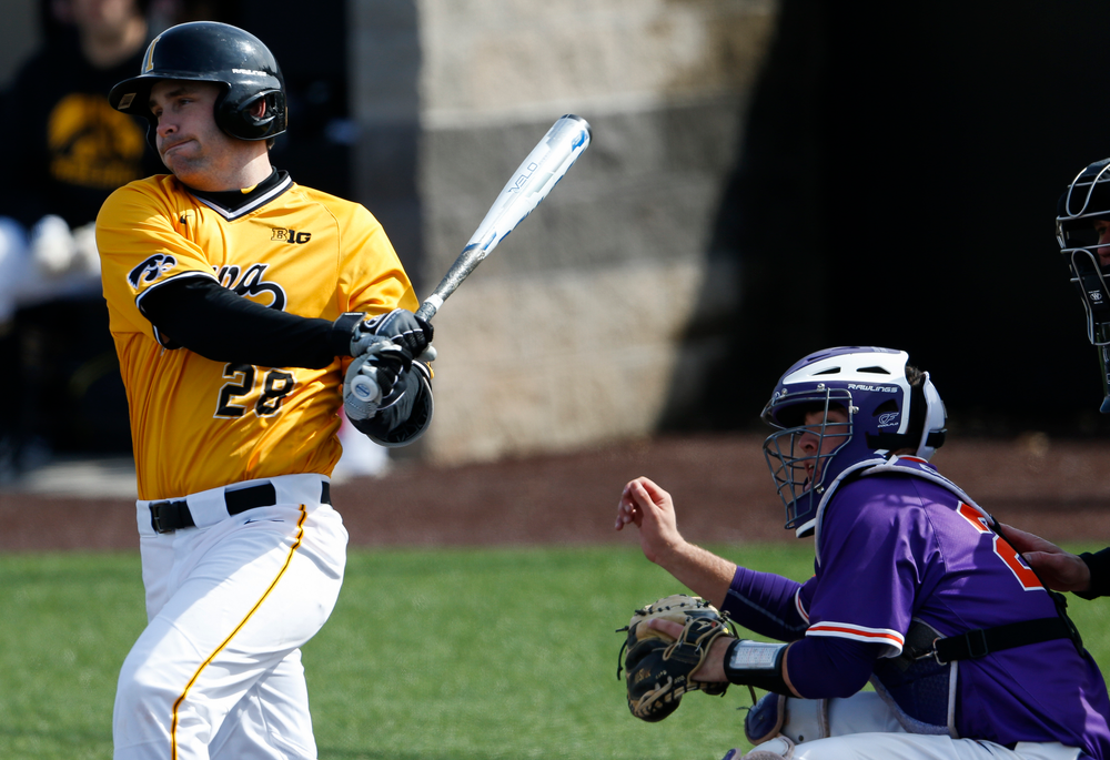 Iowa Hawkeyes outfielder Chris Whelan (28) swings at a pitch during a game against Evansville at Duane Banks Field on March 18, 2018. (Tork Mason/hawkeyesports.com)