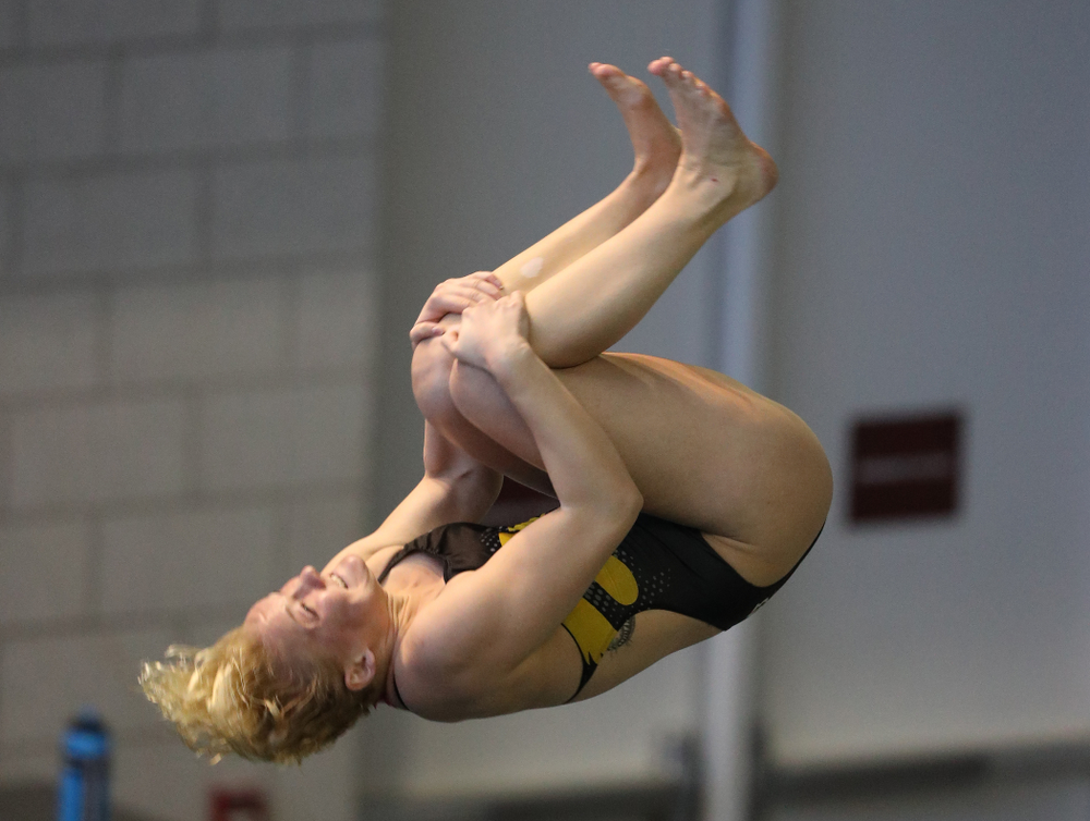 Iowa's Thelma Strandberg competes on the 3 meter springboard during a double dual against Wisconsin and Northwestern Saturday, January 19, 2019 at the Campus Recreation and Wellness Center. (Brian Ray/hawkeyesports.com)