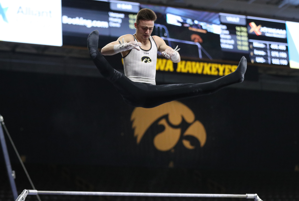 Iowa's Mitch Mandozzi competes on the high bar against UIC and Minnesota Saturday, February 2, 2019 at Carver-Hawkeye Arena. (Brian Ray/hawkeyesports.com)