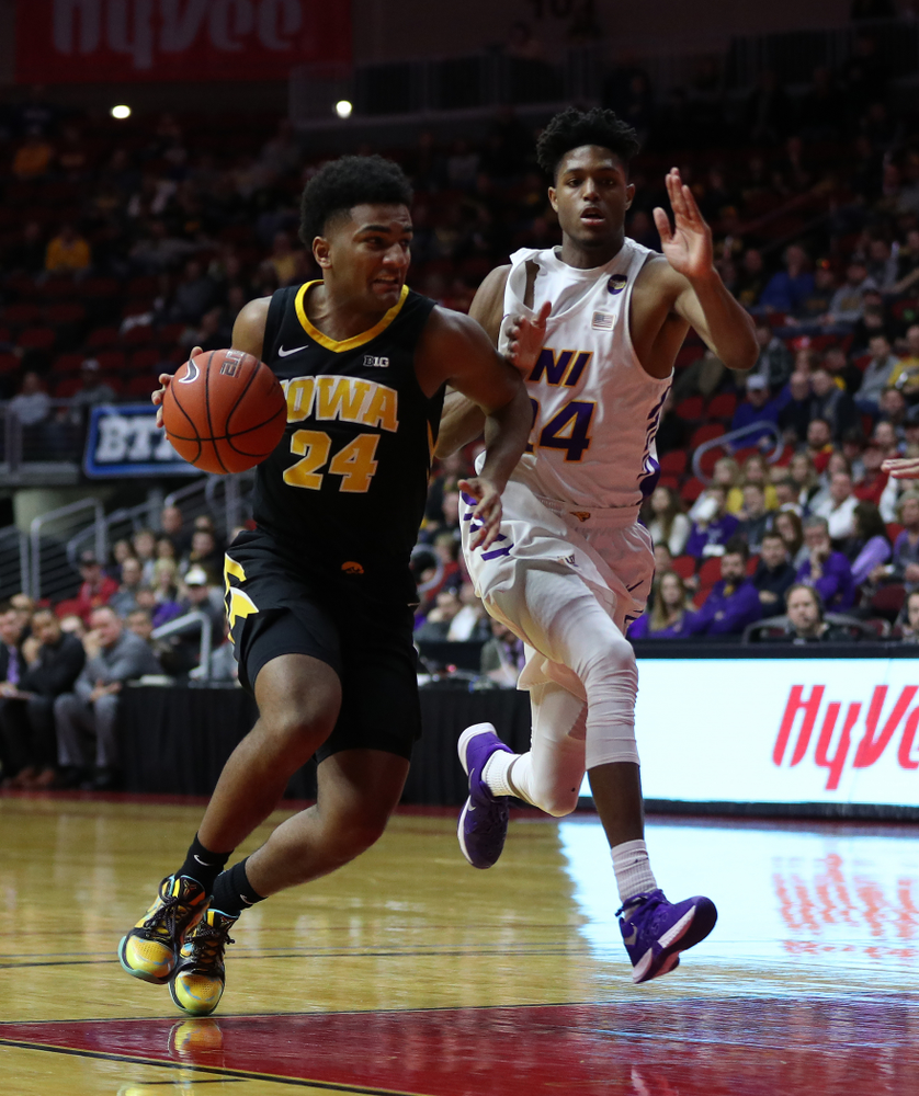 Iowa Hawkeyes guard Nicolas Hobbs (24) against the Northern Iowa Panthers in the Hy-Vee Classic Saturday, December 15, 2018 at Wells Fargo Arena in Des Moines. (Brian Ray/hawkeyesports.com)