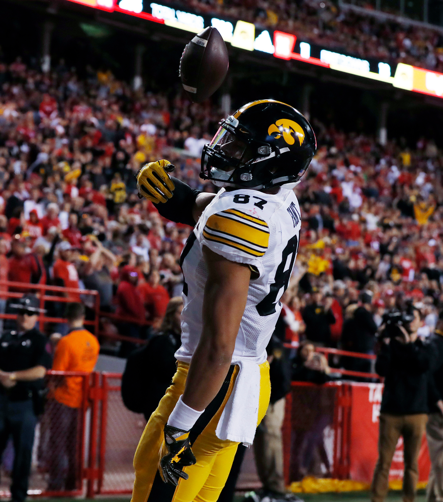 Iowa Hawkeyes tight end Noah Fant (87)