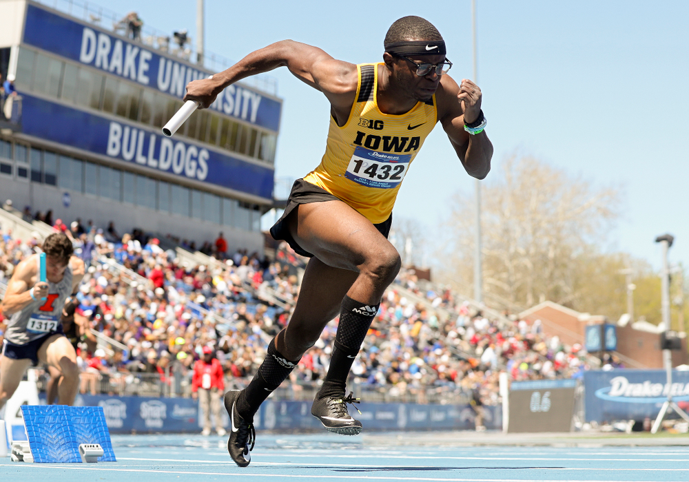 Iowa's Jaylan McConico runs in the men's 400 meter relay event during the second day of the Drake Relays at Drake Stadium in Des Moines on Friday, Apr. 26, 2019. (Stephen Mally/hawkeyesports.com)