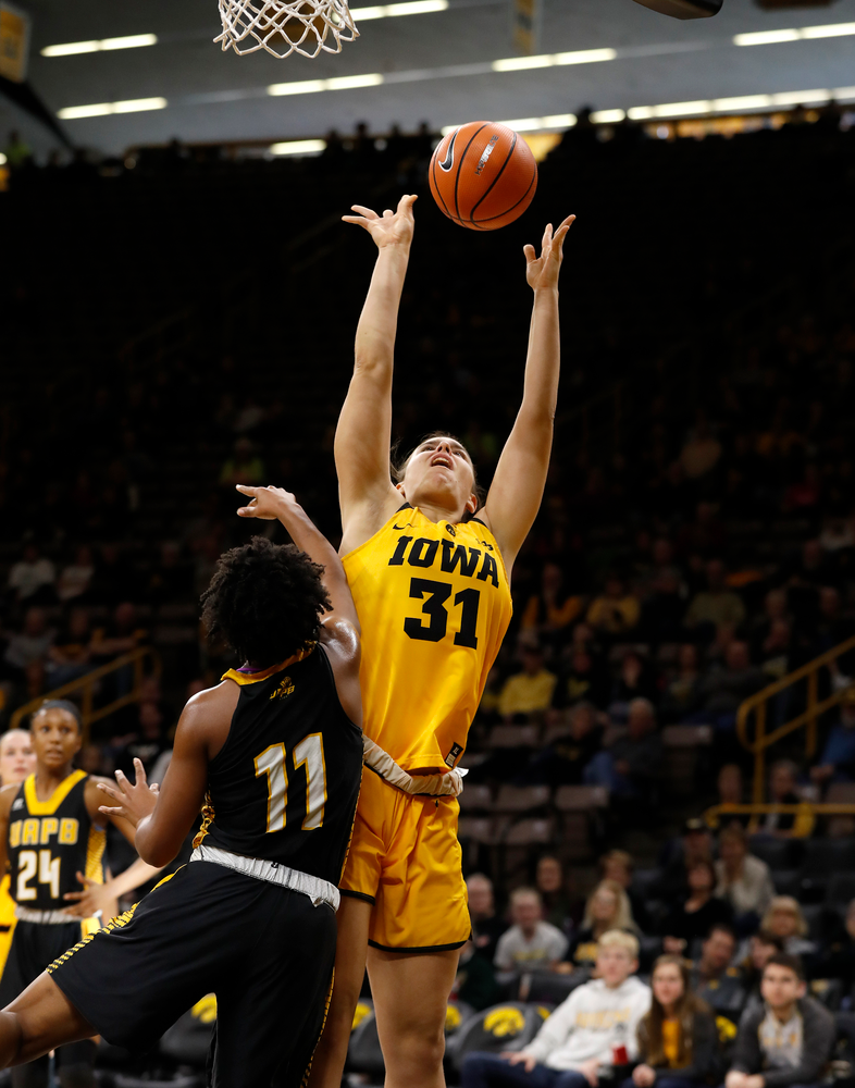 Iowa Hawkeyes forward/center Paula Valino Ramos (31)