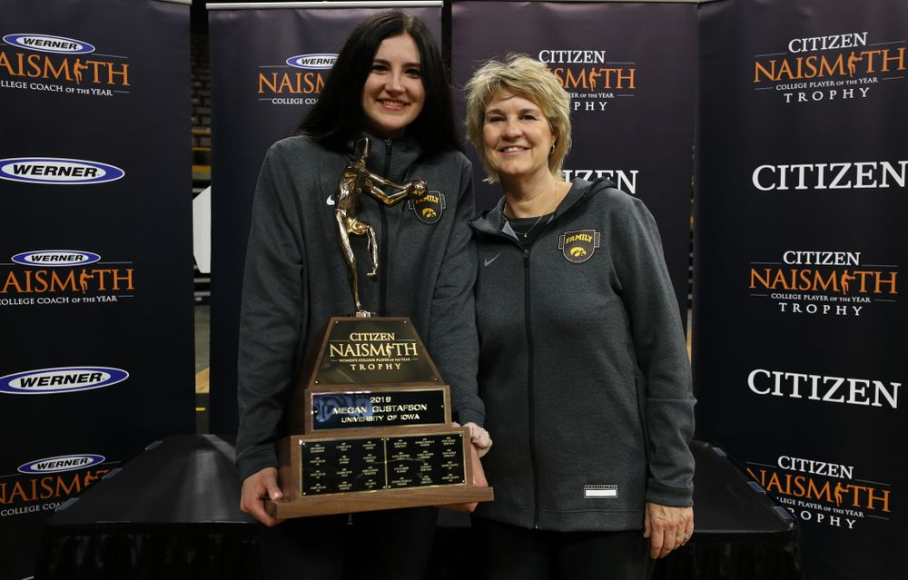 Iowa Hawkeyes forward Megan Gustafson (10) and head coach Lisa Bluder with the Naismith Player Of The Year Trophy during the teamÕs Celebr-Eight event Wednesday, April 24, 2019 at Carver-Hawkeye Arena. (Brian Ray/hawkeyesports.com)