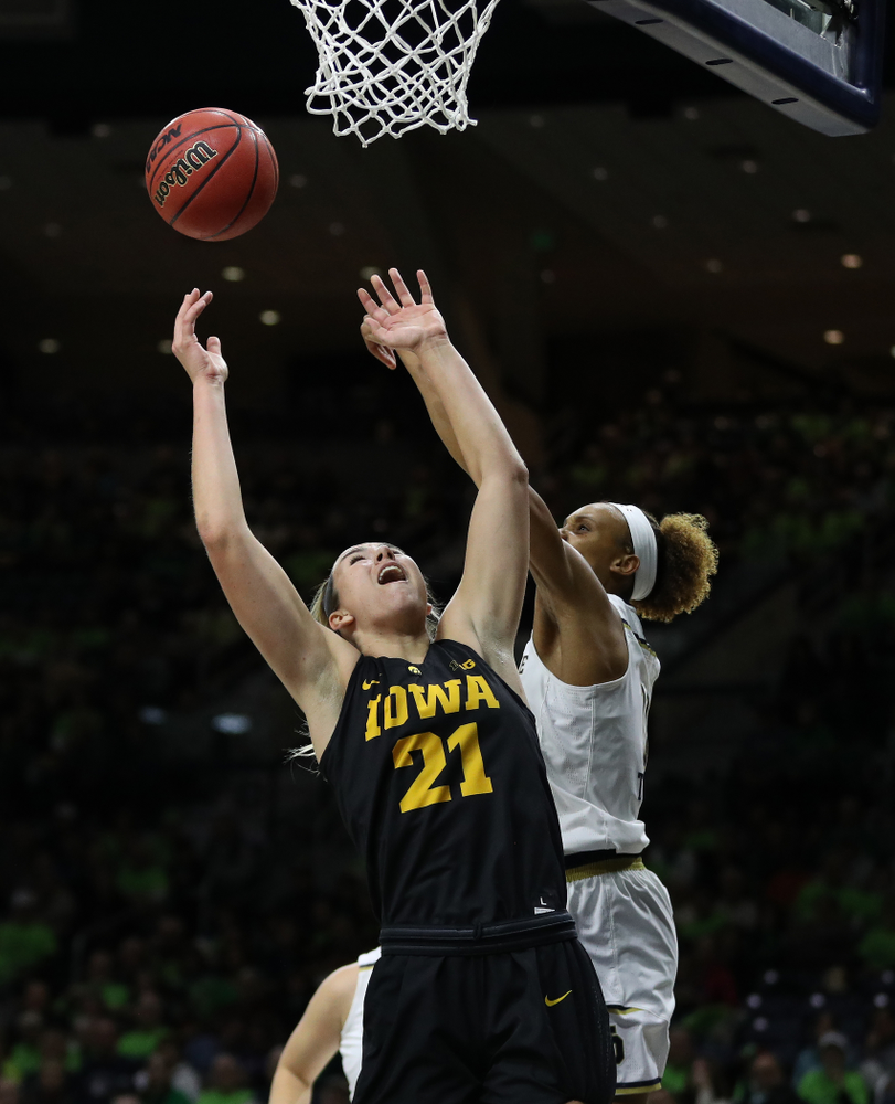 Iowa Hawkeyes forward Hannah Stewart (21) against the Notre Dame Fighting Irish Thursday, November 29, 2018 at the Joyce Center in South Bend, Ind. (Brian Ray/hawkeyesports.com)