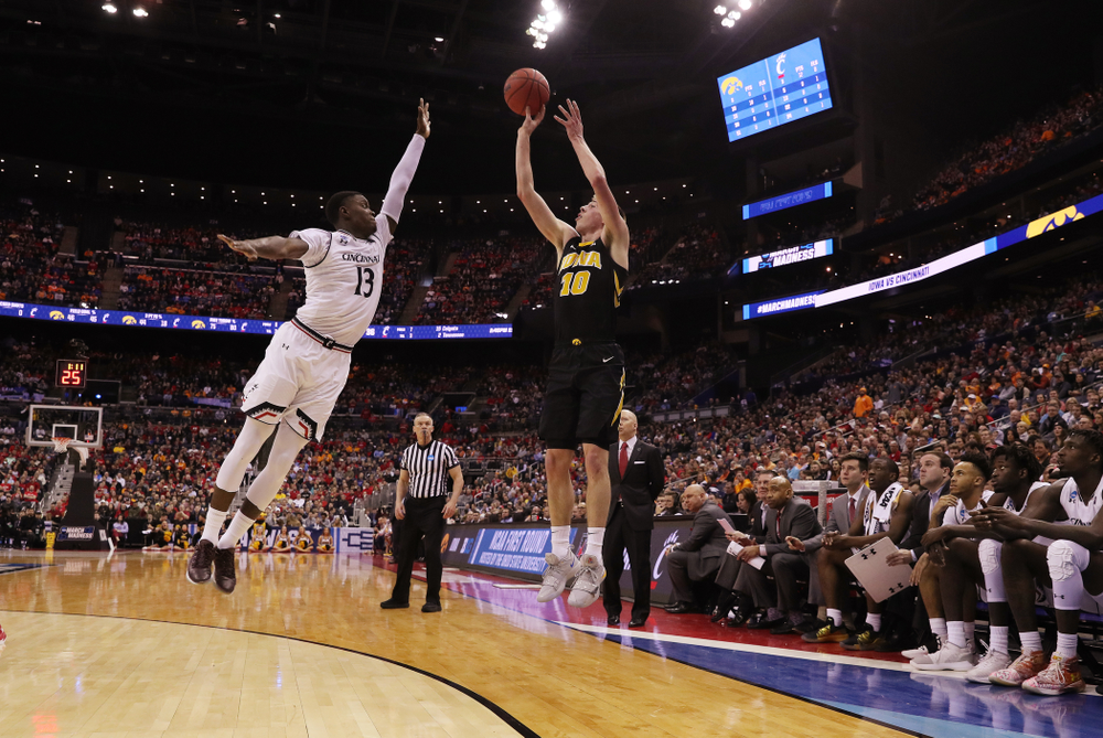 Iowa Hawkeyes guard Joe Wieskamp (10) against the Cincinnati Bearcats in the first round of the 2019 NCAA Men's Basketball Tournament Friday, March 22, 2019 at Nationwide Arena in Columbus, Ohio. (Brian Ray/hawkeyesports.com)