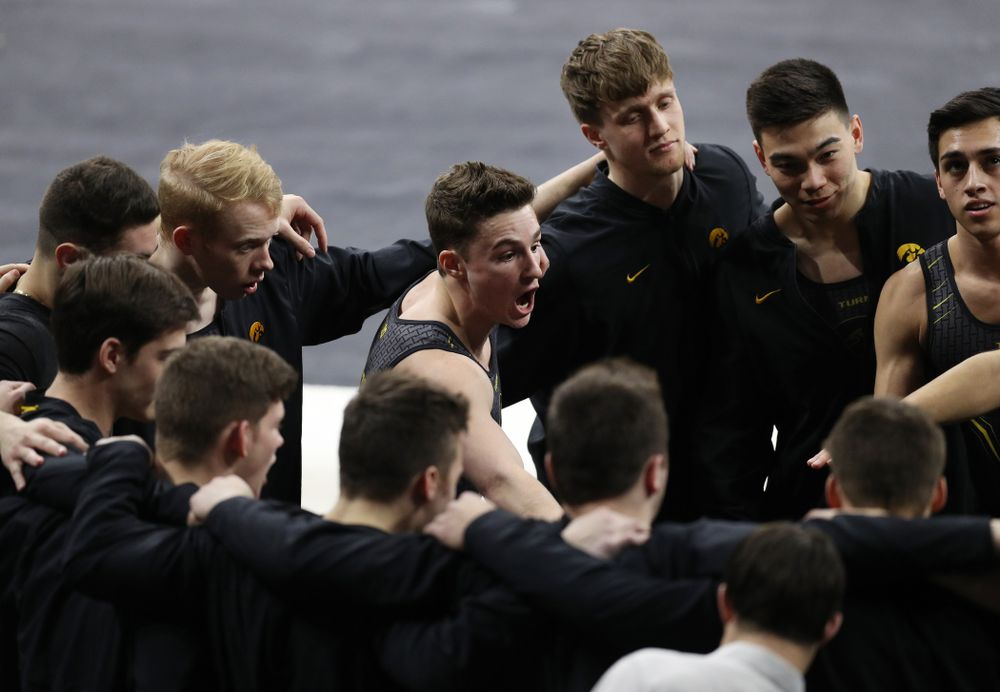 Iowa's Jake Brodarzon talks to his teammates during their meet against Oklahoma Saturday, February 9, 2019 at Carver-Hawkeye Arena. (Brian Ray/hawkeyesports.com)