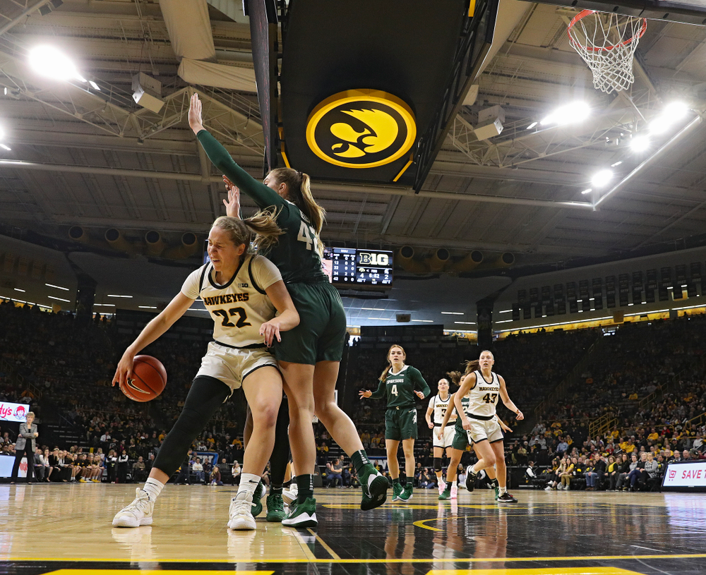 Iowa Hawkeyes guard Kathleen Doyle (22) passes the ball to forward Monika Czinano (25) who scored during the first quarter of their game at Carver-Hawkeye Arena in Iowa City on Sunday, January 26, 2020. (Stephen Mally/hawkeyesports.com)