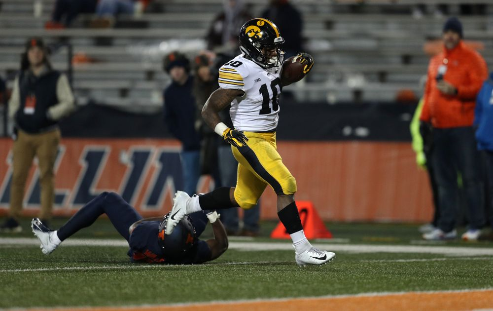 Iowa Hawkeyes running back Mekhi Sargent (10) scores against the Illinois Fighting Illini Saturday, November 17, 2018 at Memorial Stadium in Champaign, Ill. (Brian Ray/hawkeyesports.com)