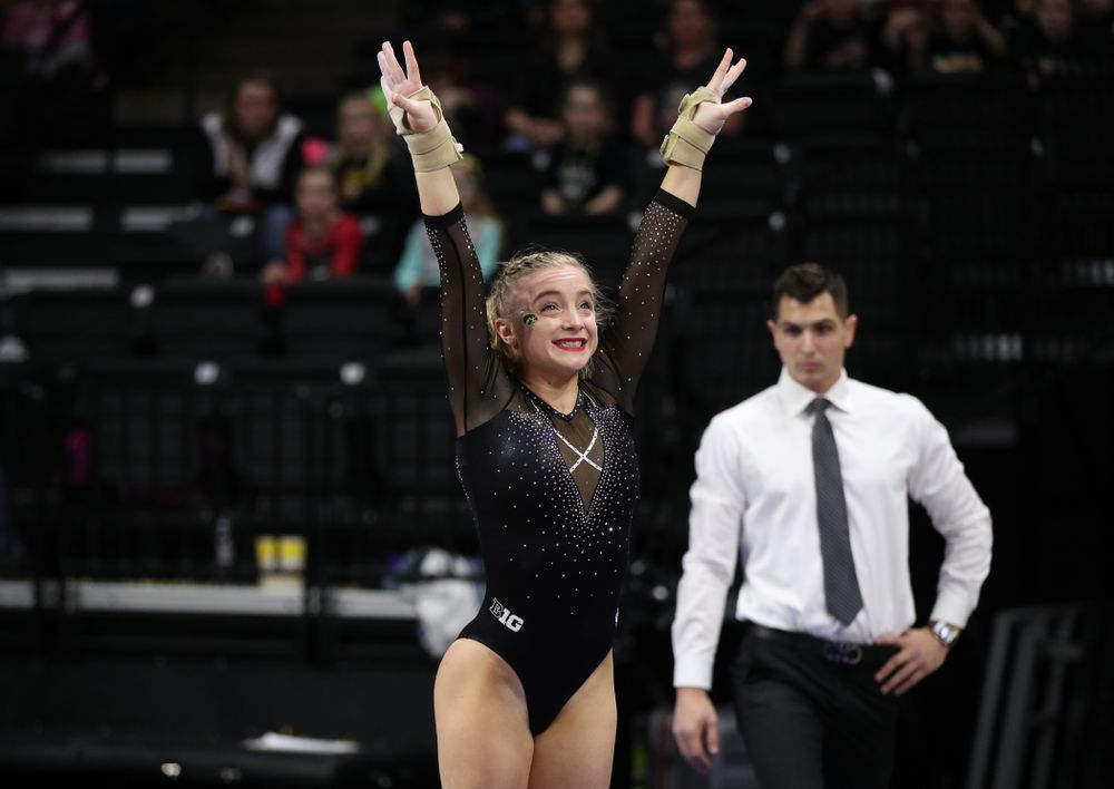 Iowa's Lauren Guerin competes on the vault against Illinois Saturday, February 16, 2019 at Carver-Hawkeye Arena. (Brian Ray/hawkeyesports.com)