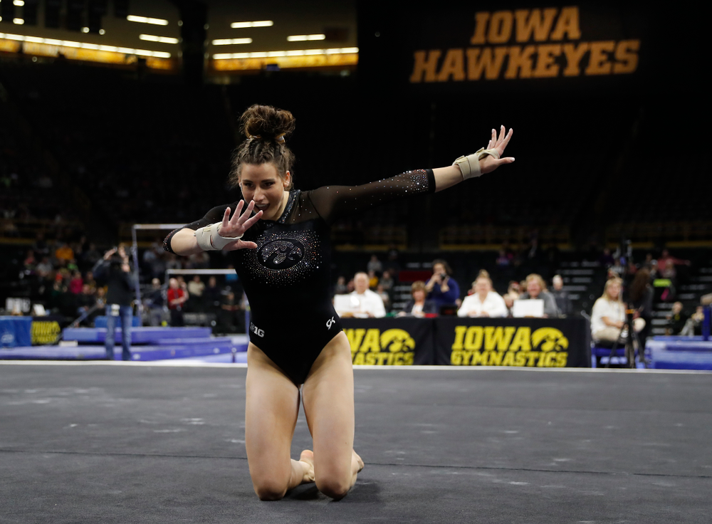 Lanie Snyder competes on the floor