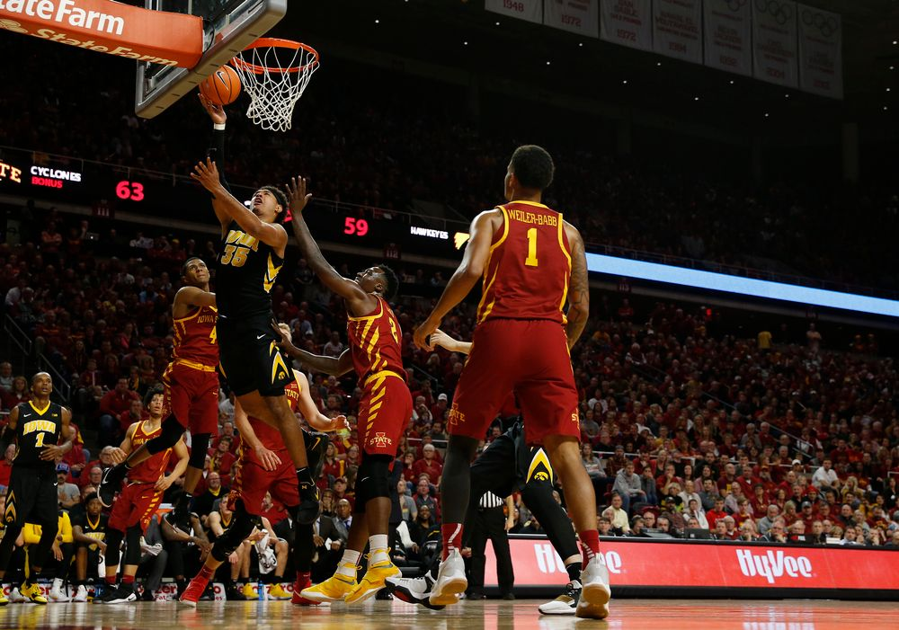 Iowa Hawkeyes forward Cordell Pemsl (35)