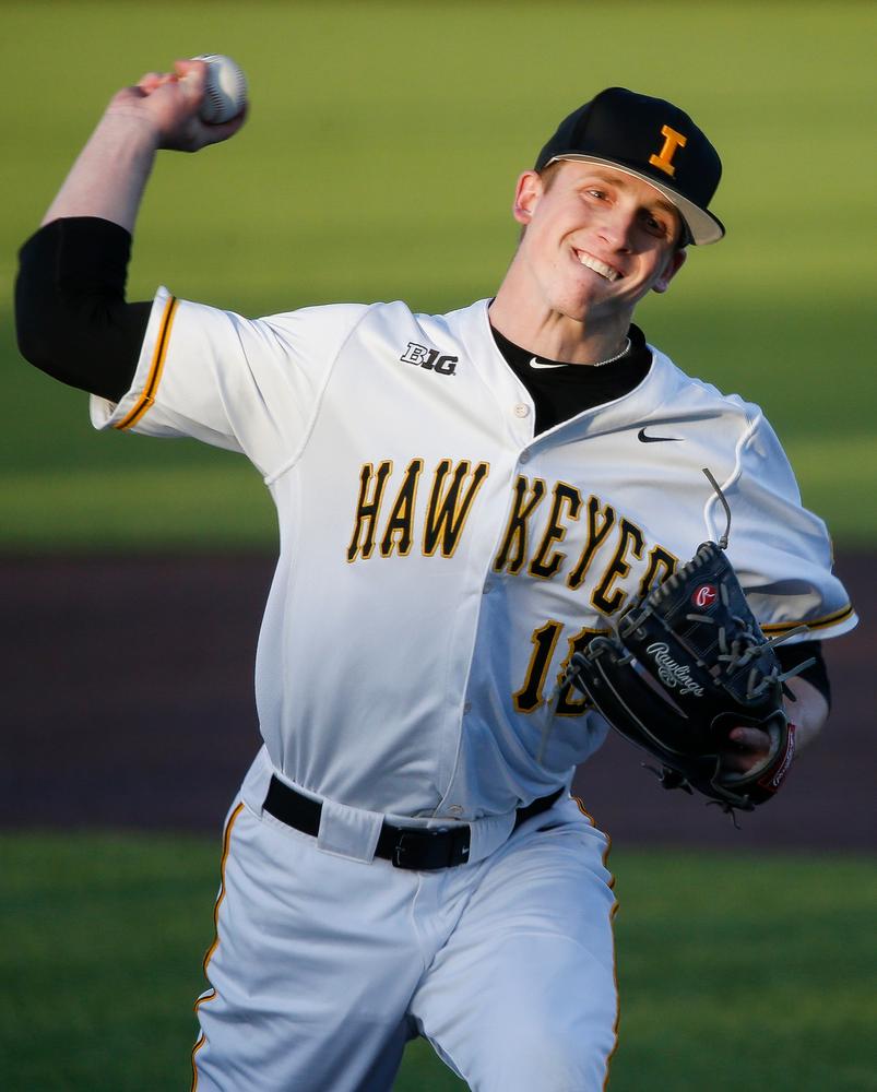 Iowa Hawkeyes pitcher Shane Ritter (18)