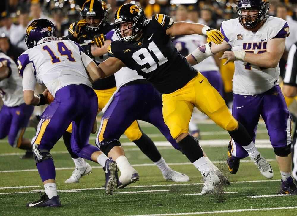 Iowa Hawkeyes defensive lineman Brady Reiff (91) rushes the quarterback during a game against Northern Iowa at Kinnick Stadium on September 15, 2018. (Tork Mason/hawkeyesports.com)