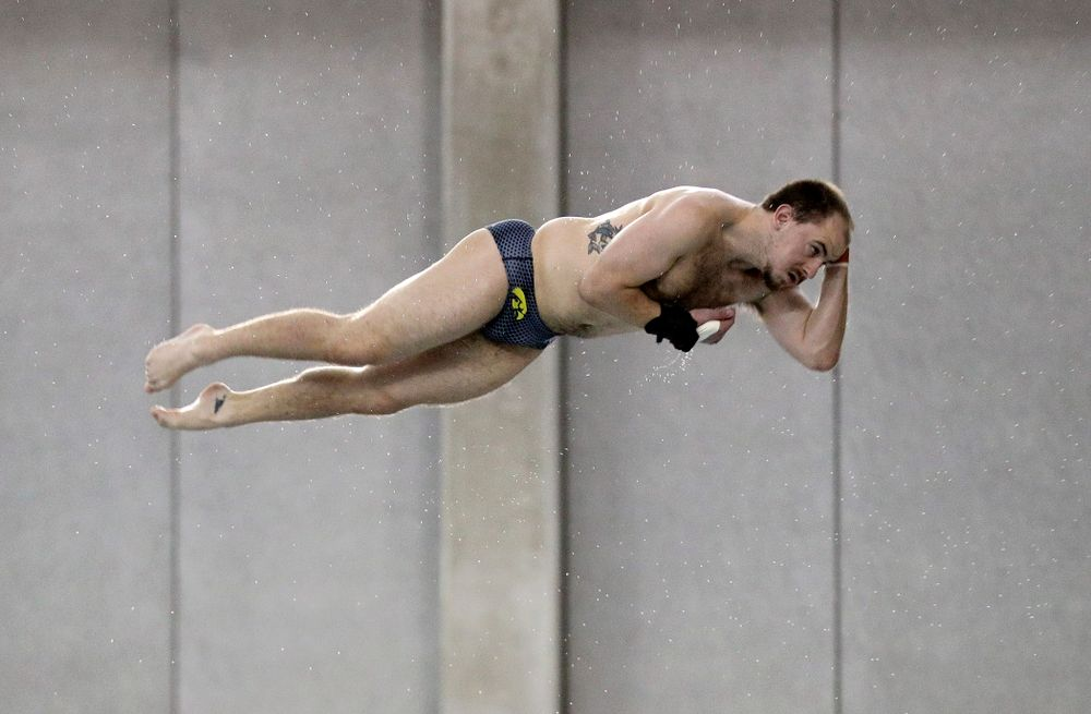 Iowa's Anton Hoherz competes in the platform diving event during their meet at the Campus Recreation and Wellness Center in Iowa City on Friday, February 7, 2020. (Stephen Mally/hawkeyesports.com)