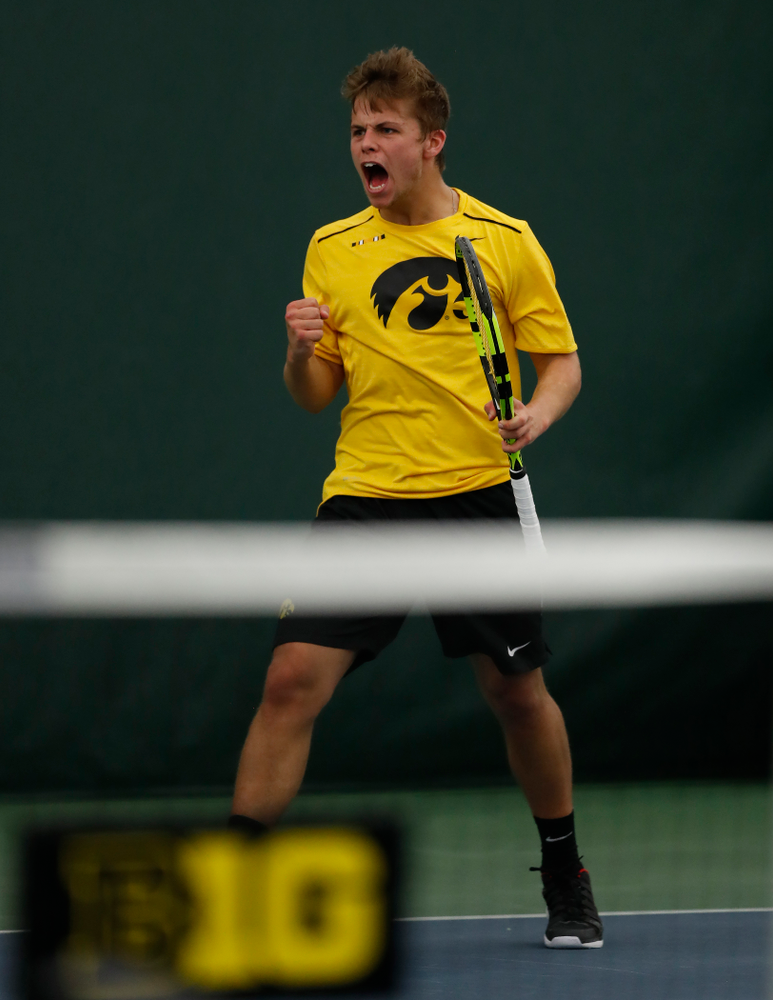 Will Davies against the Illinois Fighting Illini Saturday, March 31, 2018 at Hawkeye Tennis and Recreation Center. (Brian Ray/hawkeyesports.com)
