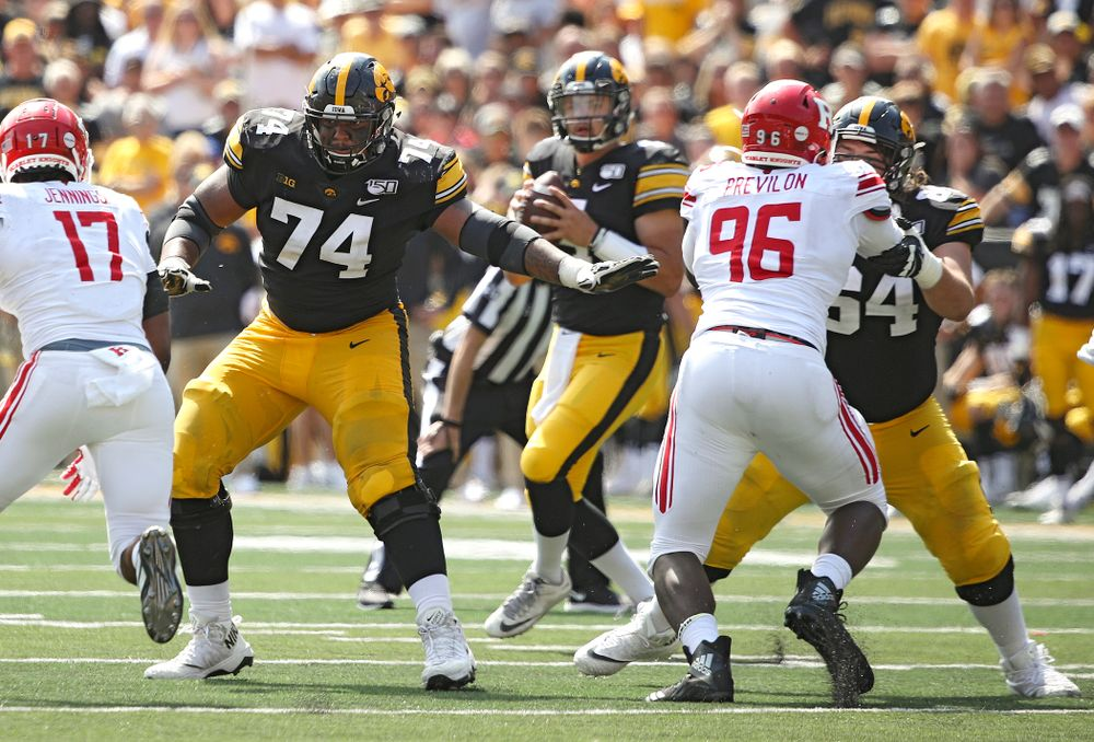 Iowa Hawkeyes offensive lineman Tristan Wirfs (74) looks to block during the fourth quarter of their Big Ten Conference football game at Kinnick Stadium in Iowa City on Saturday, Sep 7, 2019. (Stephen Mally/hawkeyesports.com)
