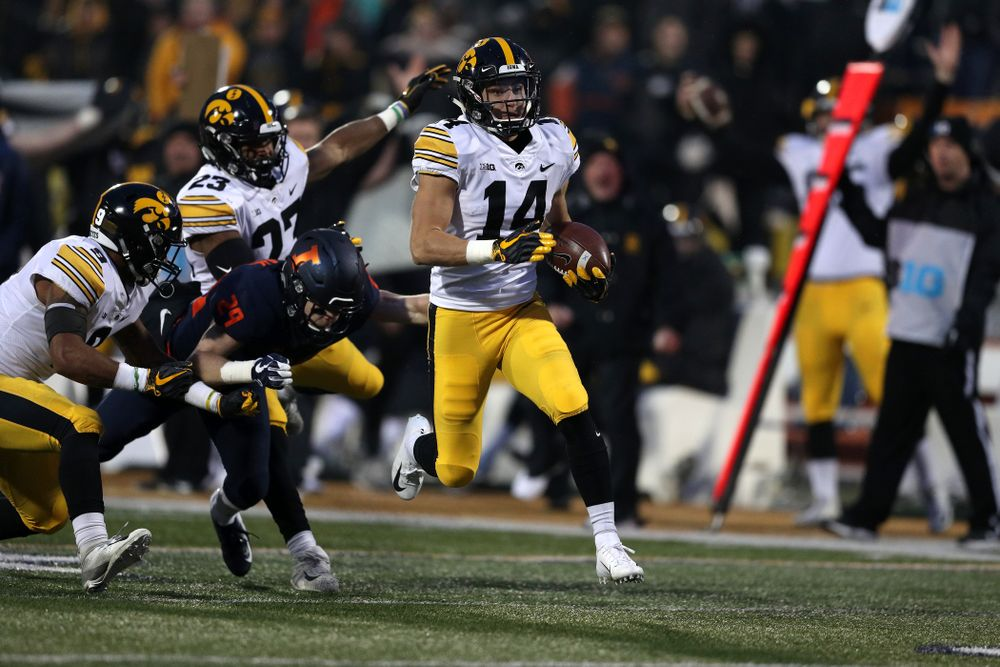 Iowa Hawkeyes wide receiver Kyle Groeneweg (14) reruns a punt for a touchdown against the Illinois Fighting Illini Saturday, November 17, 2018 at Memorial Stadium in Champaign, Ill. (Brian Ray/hawkeyesports.com)
