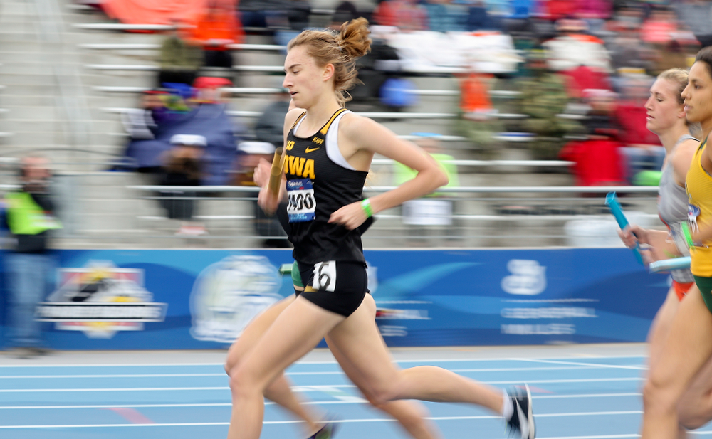 Iowa's Grace McCabe runs the women's distance medley relay event during the third day of the Drake Relays at Drake Stadium in Des Moines on Saturday, Apr. 27, 2019. (Stephen Mally/hawkeyesports.com)