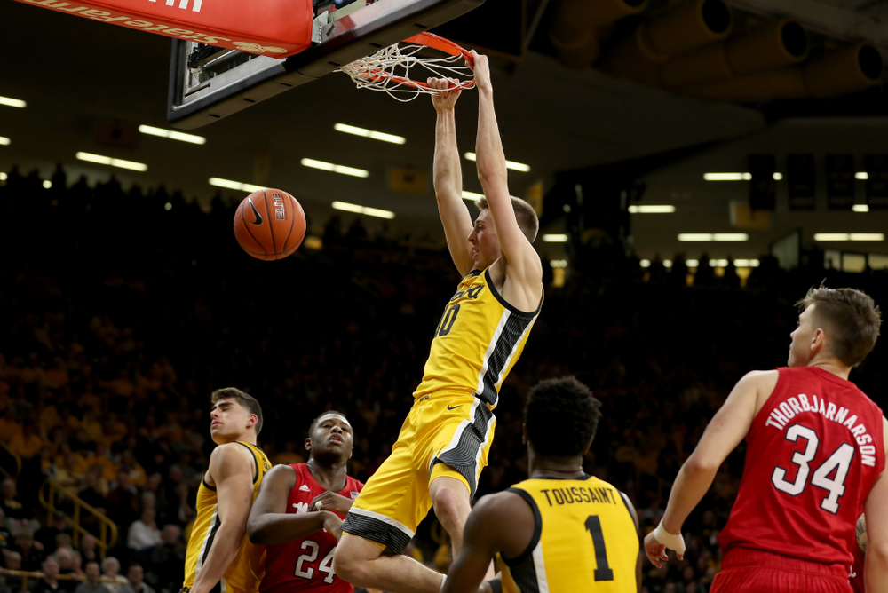 Iowa Hawkeyes guard Joe Wieskamp (10) dunks the ball against the Nebraska Cornhuskers Saturday, February 8, 2020 at Carver-Hawkeye Arena. (Brian Ray/hawkeyesports.com)
