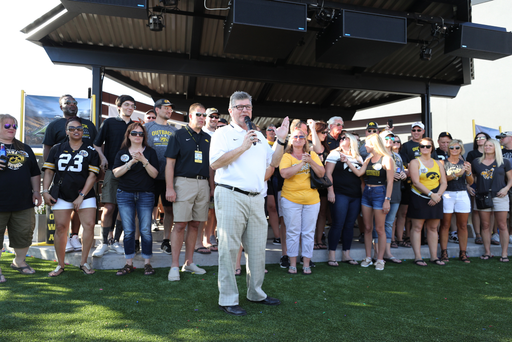 Voice of the Hawkeyes Gary Dolphin introduces the families of several Hawkeye Football Players during the Hawkeye Huddle Monday, December 31, 2018 at Sparkman Wharf in Tampa, FL. (Brian Ray/hawkeyesports.com)