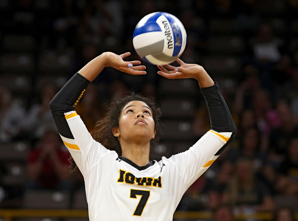 Iowa's Brie Orr (7) sets the ball during their Big Ten/Pac-12 Challenge match at Carver-Hawkeye Arena in Iowa City on Saturday, Sep 7, 2019. (Stephen Mally/hawkeyesports.com)