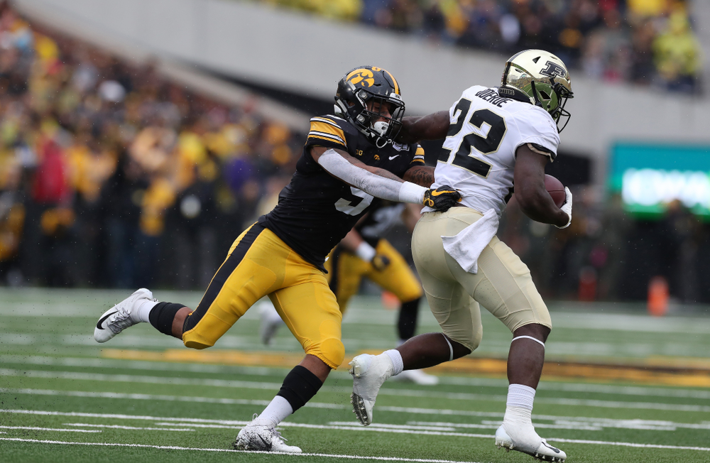 Iowa Hawkeyes defensive back Geno Stone (9) against the Purdue Boilermakers Saturday, October 19, 2019 at Kinnick Stadium. (Brian Ray/hawkeyesports.com)